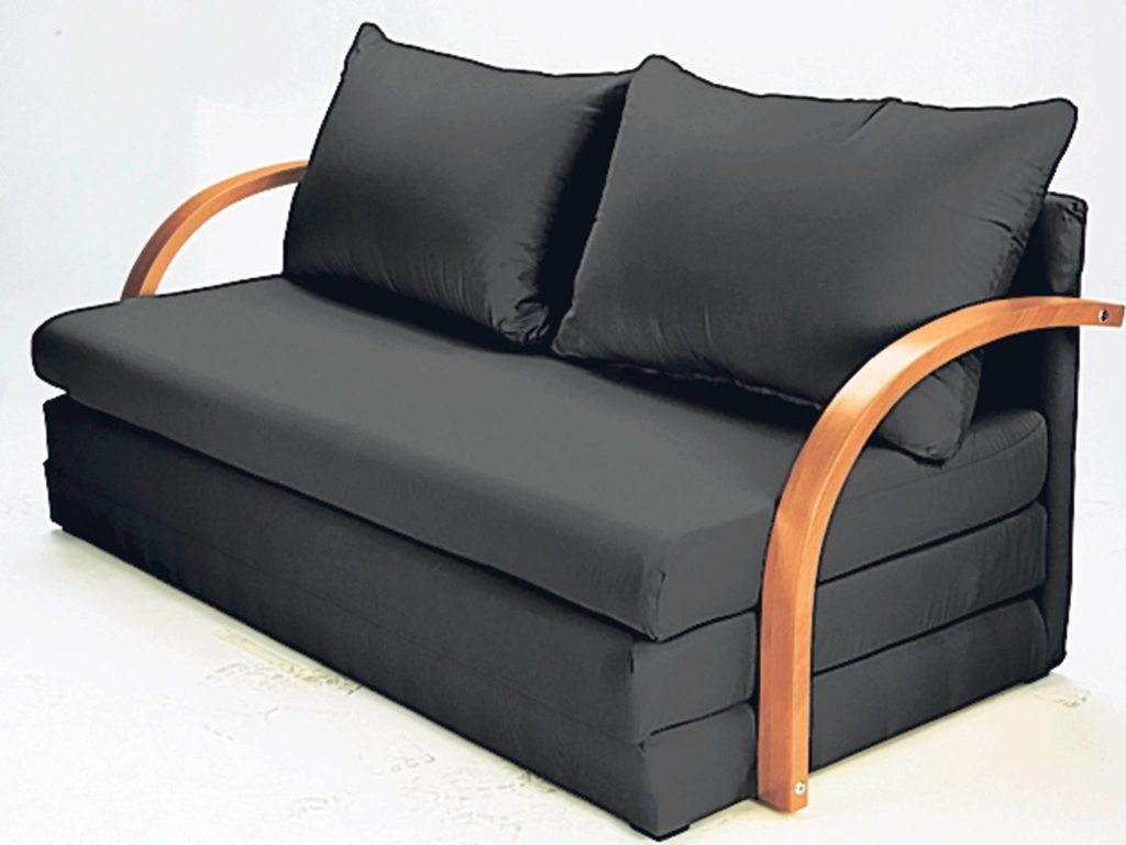 surprise-uses-for-a-foldable-mattress_01